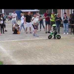 オランダ2歳の少年がバイクレースで圧倒&その結末が話題に!
