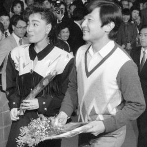 令和天皇は柏原芳恵の大ファン!33年前の殿下時代に素晴らしい「ピンクのバラ」をプレゼント